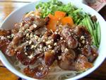 野菜と焼肉のせビーフン