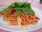生ハムとグラナパダーノのトマトソース