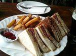 パストラミビーフとチーズのトーストサンド