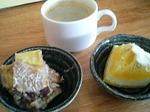 オーガニックコーヒー、サツマイモのバナナ豆乳ソース、フルーツ